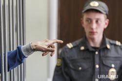 Предпоследнее слово во время судебного заседания по делу Павла Федулева. Екатеринбург, рука, решетка, подсудимый, указательный палец