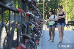 Клипарт. Екатеринбург, пешеходный мост, замочки, плотинка