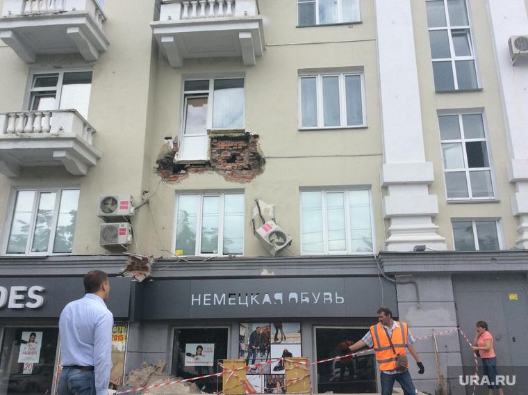 В Челябинске рухнул балкон дома на ленина,61 - новость и фот.