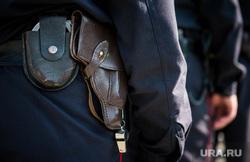 Полиция на Площади 1905 года. Екатеринбург, наручники, пистолет, полиция россии, свисток, кобура