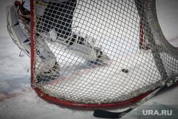 Хоккейный матч между командами Свердловской и Курганской областей любительской лиги. Екатеринбург, ворота, шайба, хоккей