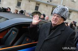 Вручение Ё-мобиля В.В.Жириновскому. Москва, портрет, жириновский владимир, рука вверх