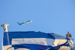 Санторини. Греция., самолет, флаг греции