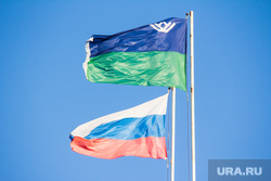 Здание правительства ХМАО. Ханты-Мансийск., флаг хмао, флаг югры