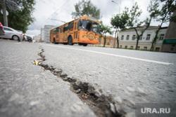 Ямы и трещины на дорогах. Екатеринбург, трещина, дорога