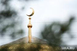 Мусульманский праздник Ураза-байрам. Сургут, мечеть, полумесяц, ислам, конфессия, религия