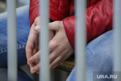 Суд о продлении ареста Дмитрия Лошагина в Октябрьском районном суде. Екатеринбург, руки, арест, обвиняемый, заключенный