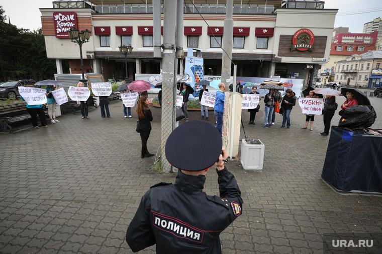 Пикет против рекламы на фасадах исторических зданий Екатеринбурга, пикет