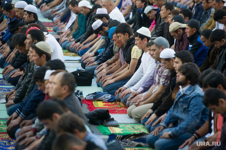Мусульмане празднуют Ураза-байрам. Москва, ислам, намаз, мусульмане
