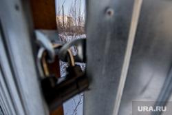 Автостоянка на Татищева-Токарей, Екатеринбург, замок, пустырь, ворота закрыты