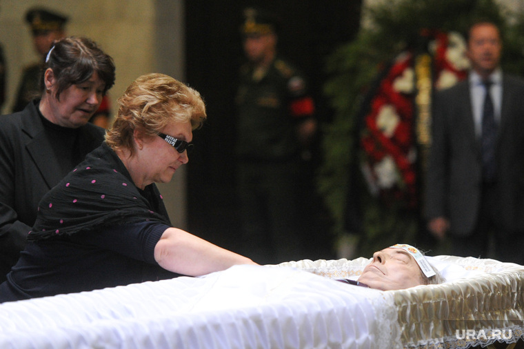 Прощание с Геннадием Селезневым. Москва, вдова