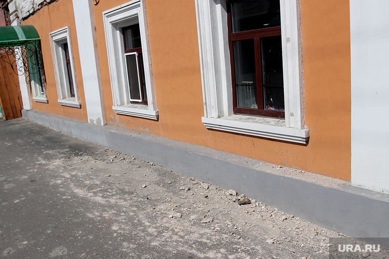 Кафе Старый Курган  Курган, штукатурка обвалилась