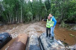 Провал на дороге Тюмень - Ханты-Мансийск. Уватский район, трубы