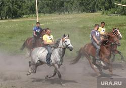 День России Курганская обл. с Альменево, лошади, скачки, наездники, сабантуй
