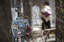Родительский день. Северное и Широкореченское кладбища. Екатеринбург, могила, кладбище, ветхость, облупленная краска, заброшенная