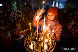 Погребение плащаницы Христа в Свято-Троицком Соборе. Екатеринбург, свечи, молитва, вера, христианство, религия