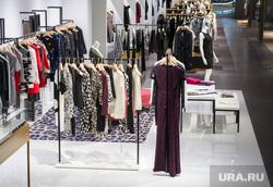 Придется шить самим  Из-за кризиса в России закрываются сети магазинов  одежды 741bd75d4d7