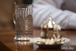 Алексей Кузнецов, министр природных ресурсов и экологии СО. Екатеринбург, чай, стакан, подстаканник