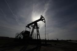 Открытая лицензия на 30.07.2015. Добыча нефти и газа, нефтедобыча, силуэт, нефтяная вышка