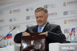 Гайдаровский форум-2015. День второй. Москва, якунин владимир, портрет