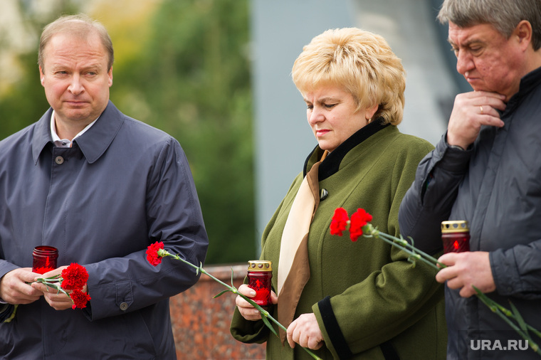 Митинг памяти у Чёрного тюльпана по погибшим в Беслане в сентябре 2004 года. Екатеринбург, шептий виктор, бабенко виктор, донник ирина