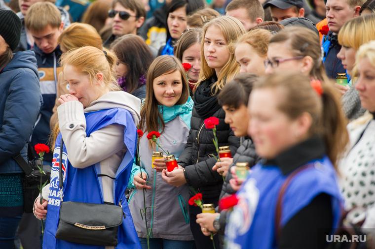 Митинг памяти у Чёрного тюльпана по погибшим в Беслане в сентябре 2004 года. Екатеринбург