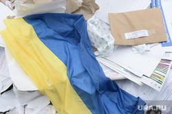 Выборы президента Украины. Уничтожение бюллетеней. Донецк, флаг украины, бумаги