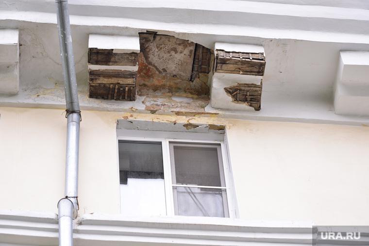 Балкона кусок. Челябинск., штукатурка обвалилась, обрушение