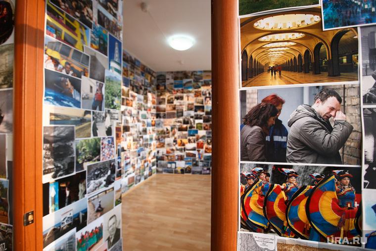Евгений Куйвашев на Уральской индустриальной биеннале в гостинице Исеть. Екатеринбург