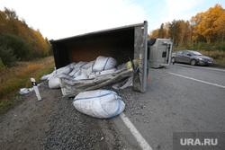 Авария на Серовском тракте. Выезд с Невьянска, дтп, перевернувшийся грузовик, авария