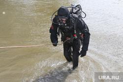 Учения спасателей МЧС Курган, аквалангист, водолаз