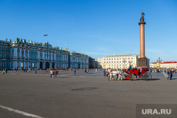 Санкт-Петербург, эрмитаж, туристы, дворцовая площадь, александрийская колонна, зимний дворец, карета, санкт-петербург, туризм