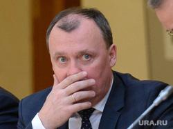 Инвест совет в резиденции губернатораинвест совет в резиденции губернатора. Екатеринбург, орлов алексей, закрывает рот рукой