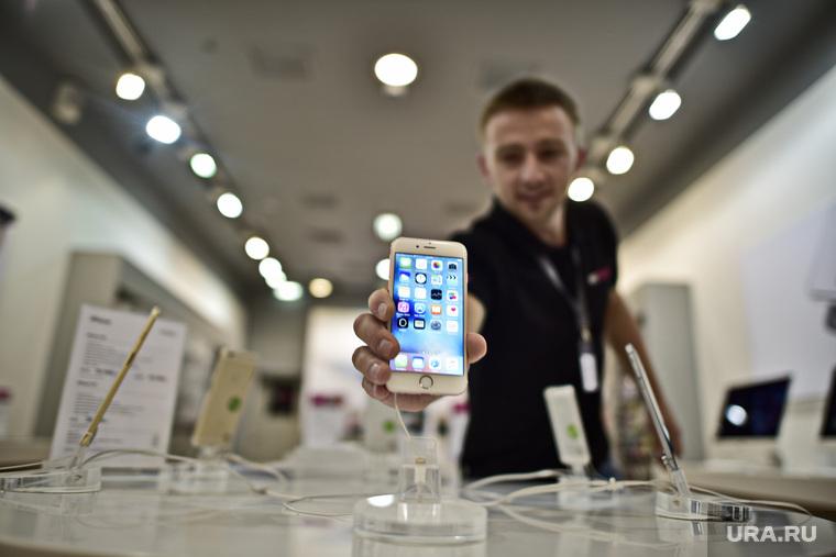 Старт продаж новых iPhone 6s и iPhone 6s Plus. Москва, покупатель, apple, покупка, оплата, деньги, iPhone 6s