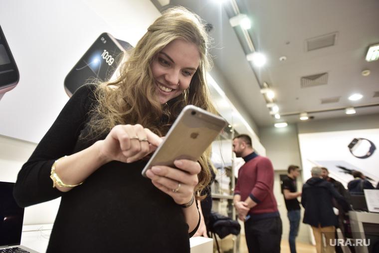 Старт продаж новых iPhone 6s и iPhone 6s Plus. Москва, покупатель, apple, продажа, деньги, iPhone 6s
