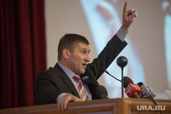 Общественное слушание по городскому бюджету, Екатеринбург, артюх евгений, жест рукой, указательный палец вверх