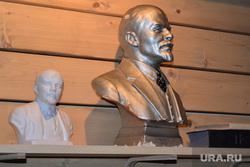 Кафе дружба и Камчатка. Екатеринбург, бюст ленина, статуэтки