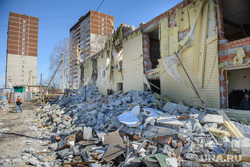 Снос незаконно построенного дома на Ломоносова, 86. Екатеринбург, руины, разрушенное здание