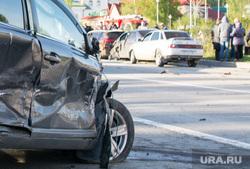ДТП в Ханты-Мансийске — самосвал протаранил 11 автомобилей, 21 мая 2015. ХМАО, дтп, авария, разбитая машина