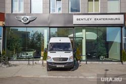 Лихач врезался в магазин Bentley. Екатеринбург, bentley ekaterinburg