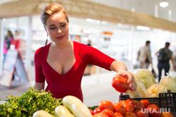 Юлия Михалкова на областном рынке на Громова г. Екатеринбург