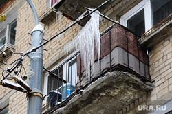 Клипарт по теме Погода. Челябинск., сосульки, балкон, гололедица