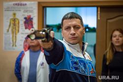 Депутаты ЗССО и министр Рапопорт сдают нормы ГТО. Екатеринбург, рапопорт леонид, целится, стрельба