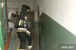 Пожар в доме Курган, вскрытие двери, пожарный