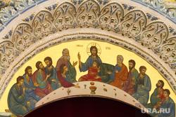 За день до открытия Большого златоуста. Екатеринбург, большой златоуст, иконостас, купол храма, храм, церковь