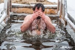 Крещенские купания. Тюмень, купание в купели, крещенские купания, крещение