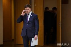 Заседание заксобрания Свердловской обл. Екатеринбург, семеновых сергей, говорит по телефону