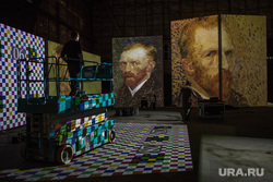 Движущиеся картины Ван Гога. Подготовка экспозиций. Екатеринбург, инсталяция, ван гог винсент