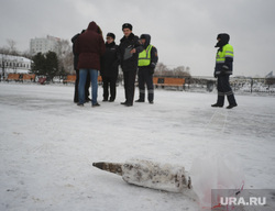 Артиллерийский снаряд на Плотинке. Екатеринбург, снаряд, бомба, мина