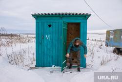 Деревня Шапша. Строительство храма. Ханты-Мансийский район, деревенский туалет